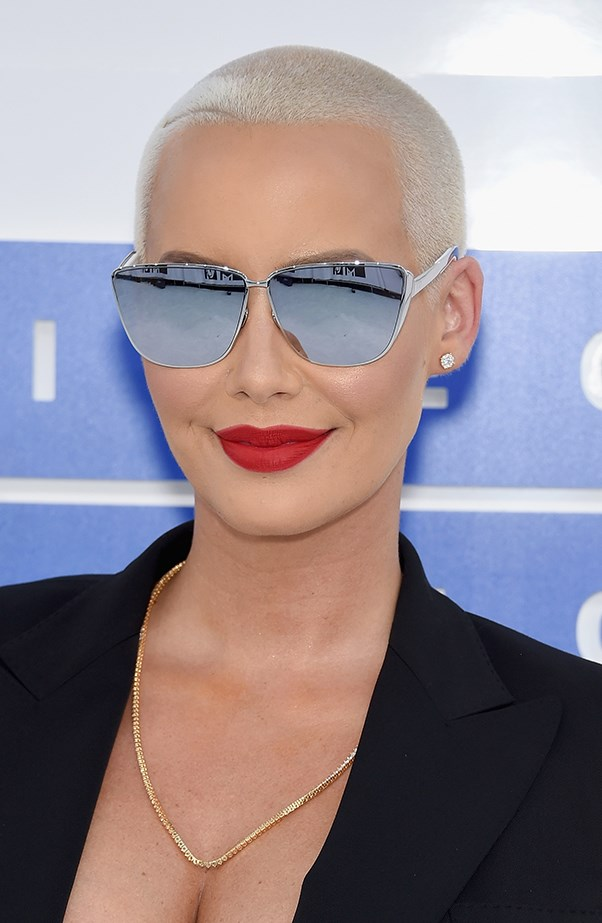 <p>Amber Rose wore the most perfect matte red lip to the VMAs.