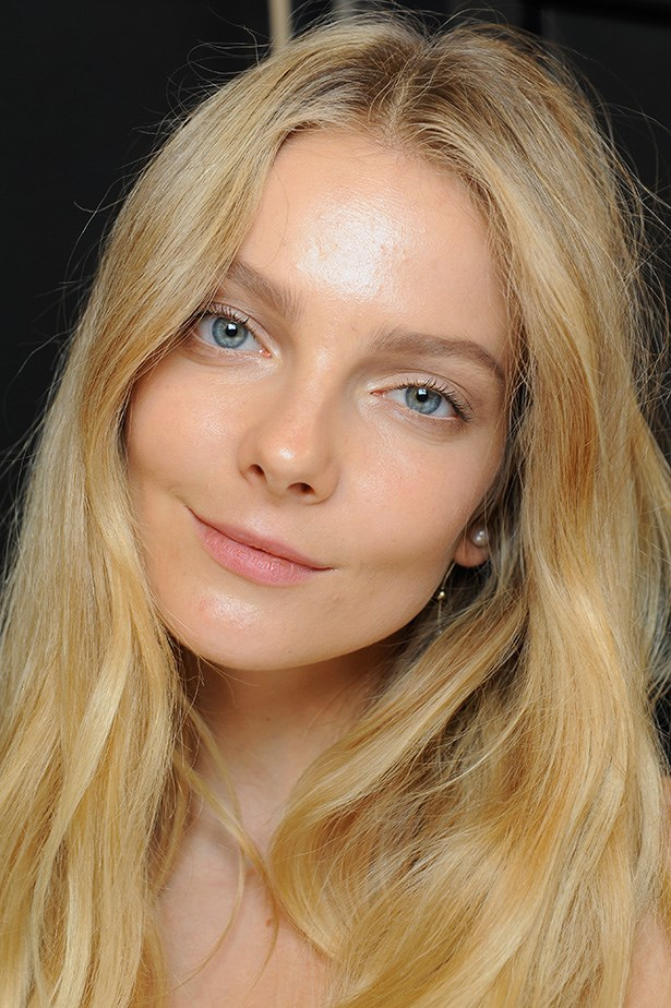 <P> THE FRESH-FACED BRIDE<p> <p> If the no-makeup, makeup look is your thing, try a slightly tanned base (this will give your face more dimension), a natural lip, a touch of black mascara and filled in and feathered out brows.