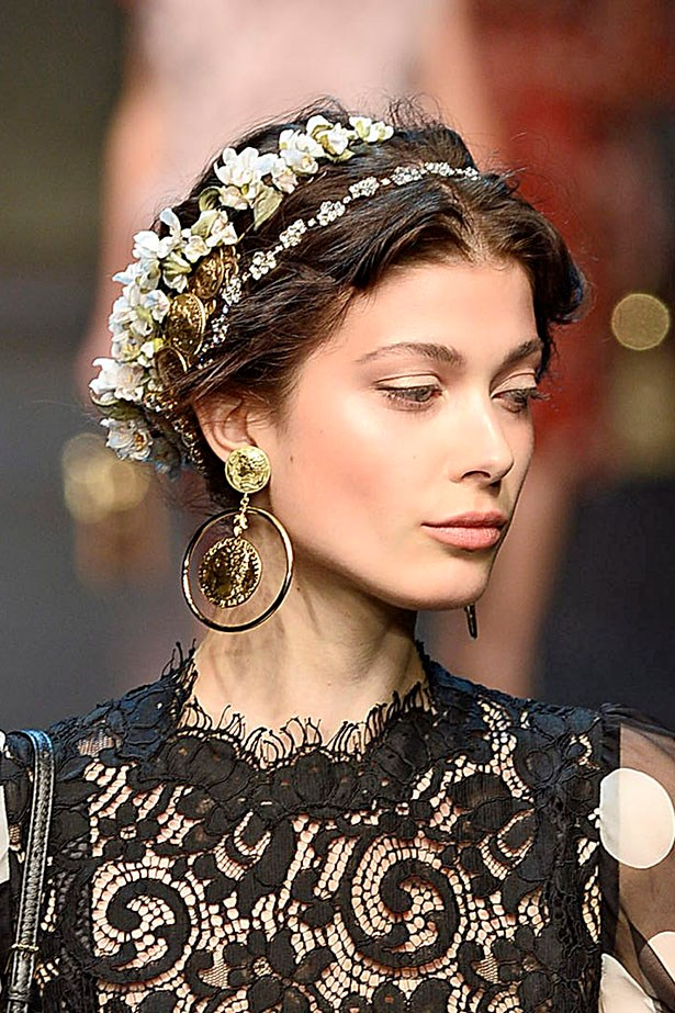 <P> THE GARDEN WEDDING BRIDE<p> <p> If you're looking to go the flower-crown route, but don't want to blend in with the Tumblr clichés, try a single-bloom crown wound into a low, textured bun. Off-set the teenage-at-a-festival vibe with a carefully blended contour/blush combo (a peach tone will work here), nude eyes and, of course, a white or gold-toned highlight.