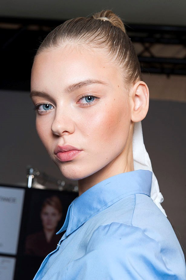 <P> THE SLEEK BRIDE<P> <P> For no-fuss brides, a sleek look will serve. Pair a high and tight pony with dewy skin, a peachy blush and subtle eyeliner.