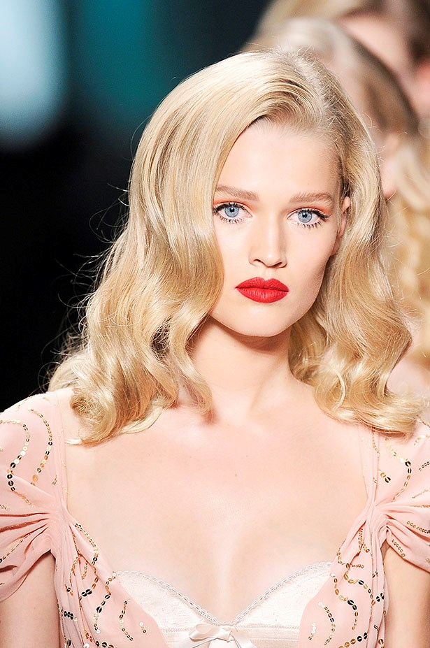 <P> THE VINTAGE BRIDE<p> <p> If you're going for a vintage feel, either in your dress or in your ceremony, finger waves aren't the only option. Go for big, classic curls, coloured eyes (red, blue, green... pick your poison) and—of course—that classic red lip (preferably a matte, kiss-proof one, unless you want your new husband to be wearing it, as well).