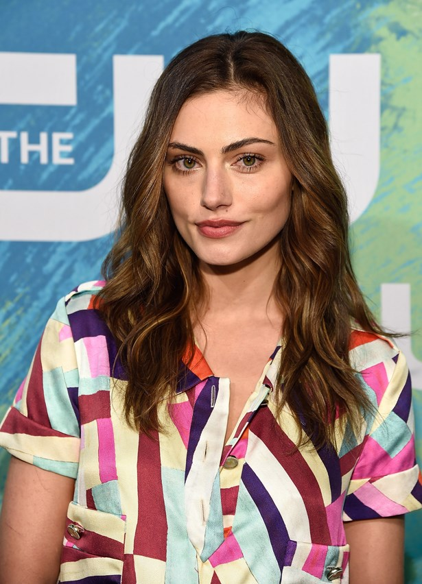 <p>FOR THOSE THINKING OF GOING LONG<p> <p> Phoebe Tonkin.