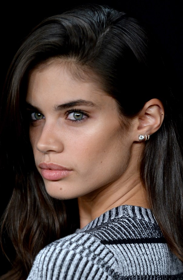 <p>Sara Sampaio has three lobe piercings and a helix piercing in her left ear.