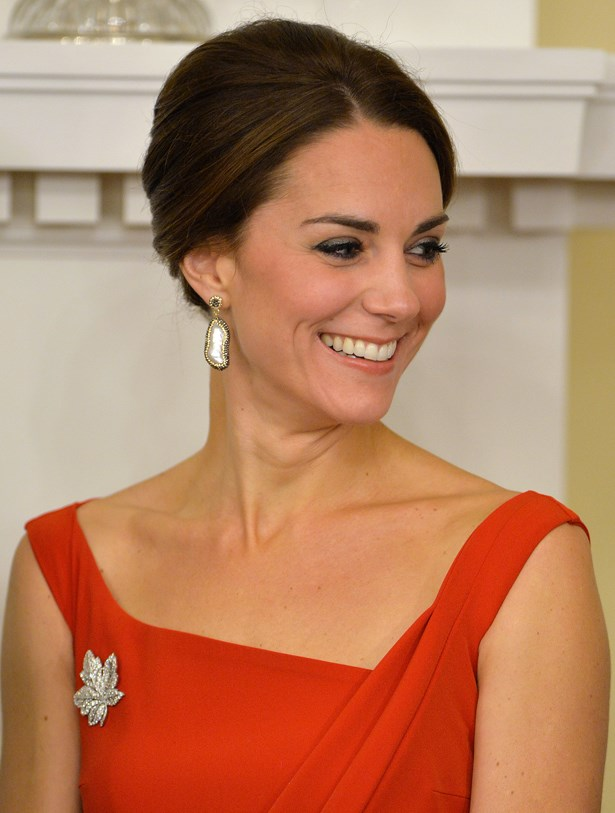 She again wore the Queen's Maple Leaf brooch and some pearl earrings.