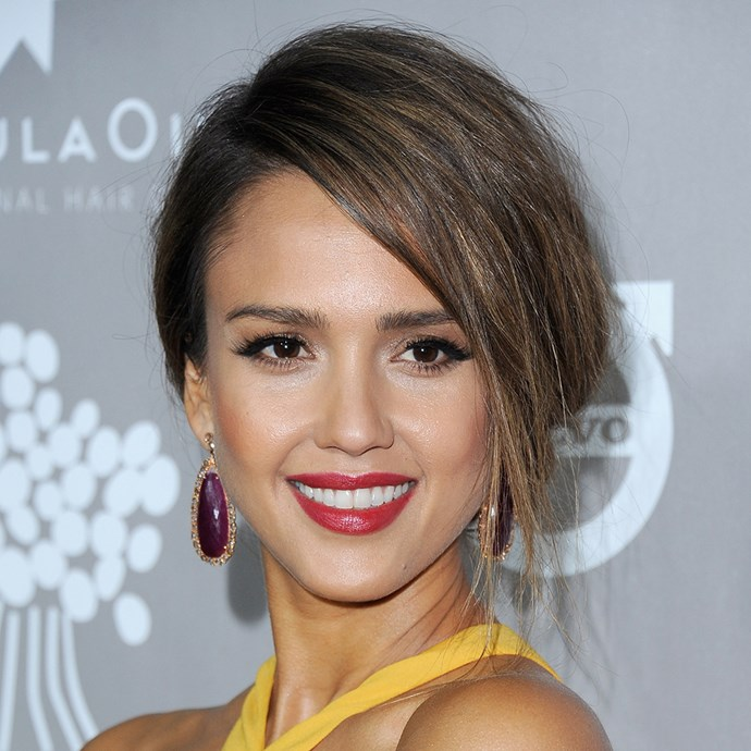 <p>This side-swept style on Jessica Alba is perfect for brides.