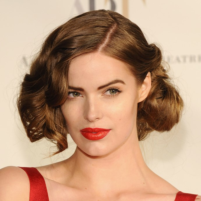 <p>Robyn Lawley, an ambassador for Pantene 3 Minute Miracle, has long, gorgeous hair but you'd be forgiven for thinking she had a bob with this amazing style.