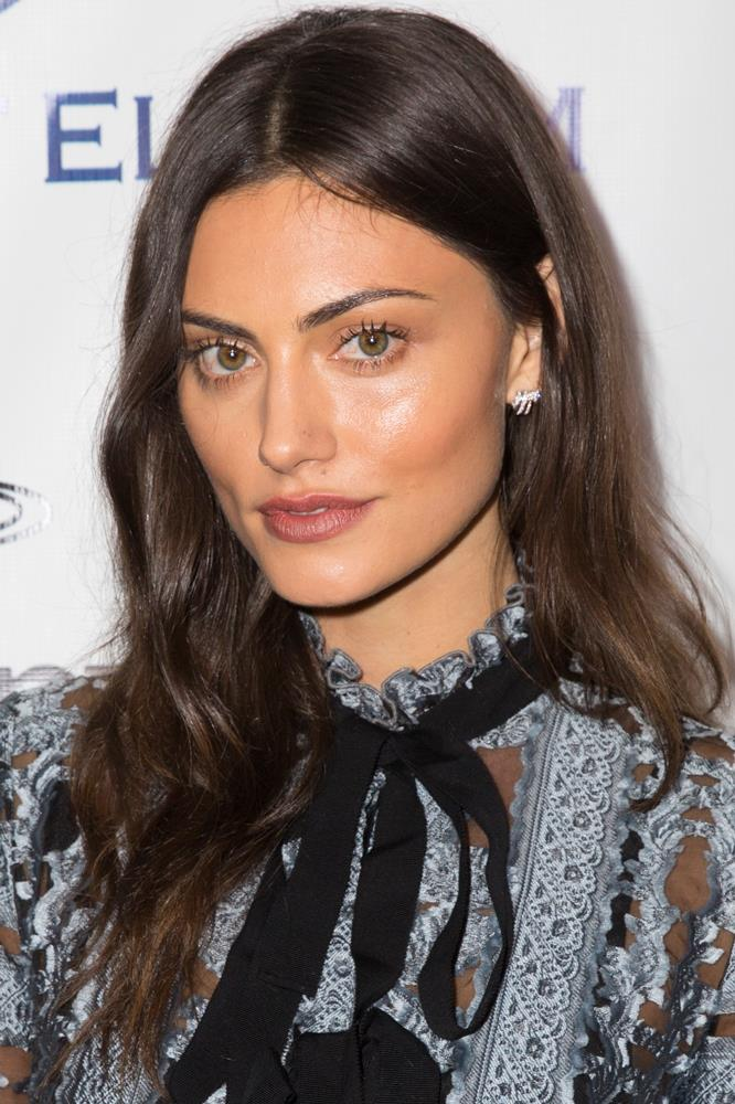 <strong>Phoebe Tonkin</strong><br><br> iS Clinical's Cleansing Complex