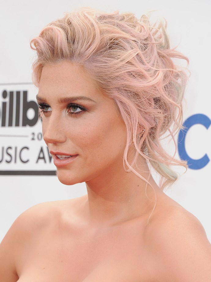 <p><strong>Kesha</strong> <br><br><p>Kesha's hair had a subtle pink tinge at the Billboard Music Awards in 2014.