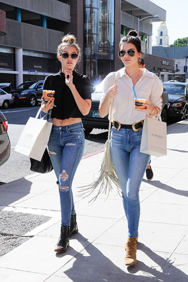 <strong>High-bun and light blue jeans twins</strong><br><br> Walking in Los Angeles on July 31, 2015.