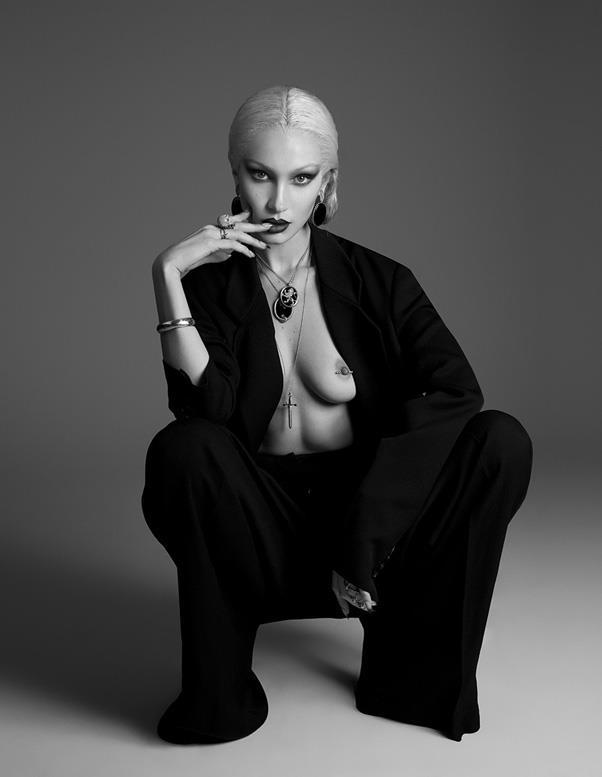"Bella Hadid <br><br> *Image: Nicolas Moore, <a href=""http://www.papermag.com/bella-hadid-cover-2129976295.html"">Paper magazine</a>*"
