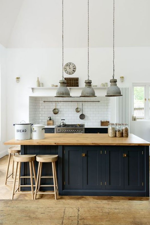 """<a href=""""https://au.pinterest.com/pin/424605071105031673/"""">Apparently, navy is the new black for home decor.</a>"""