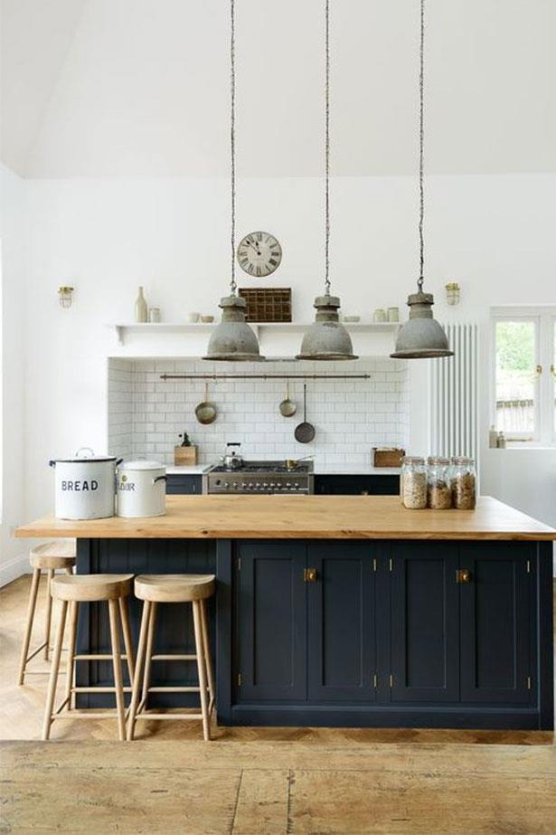 "<a href=""https://au.pinterest.com/pin/424605071105031673/"">Apparently, navy is the new black for home decor.</a>"