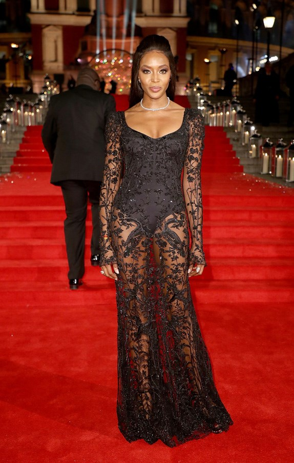 <P><strong>NAOMI CAMPBELL IN ALEXANDER MCQUEEN</strong> <BR><BR> An elegant cut and plenty of lace combined beautifully in the Alexander McQueen that Naomi Campbell picked for the British Fashion Awards.