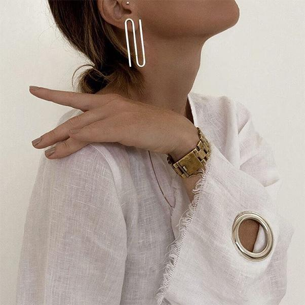 "Amanda Shadforth (A.K.A Oracle Fox) knows how to pull off a statement piece. This season? It's all about the single statement earring.<br><br> Image: Instagram <a href=""https://www.instagram.com/p/BOw0VvFFVzV/"">@oraclefox</a>"
