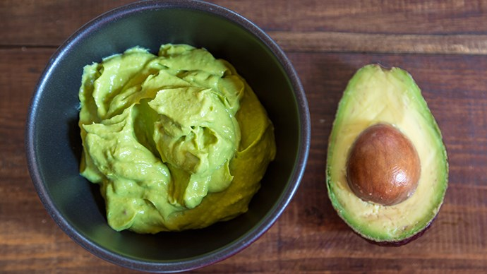 <strong>Brown rice crackers + mashed avocado </strong> Whole grains contain zinc, and adequate zinc intake is essential to support a healthy mood. Fresh avocados contain vitamin B6, which also helps tackles stress, making this combo the perfect afternoon pick-me-up.
