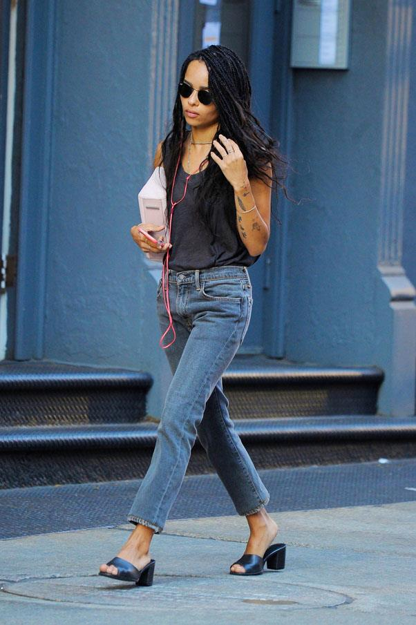 Kravitz is the Queen of basics: a simple singlet, jeans and mules have never looked so cool.