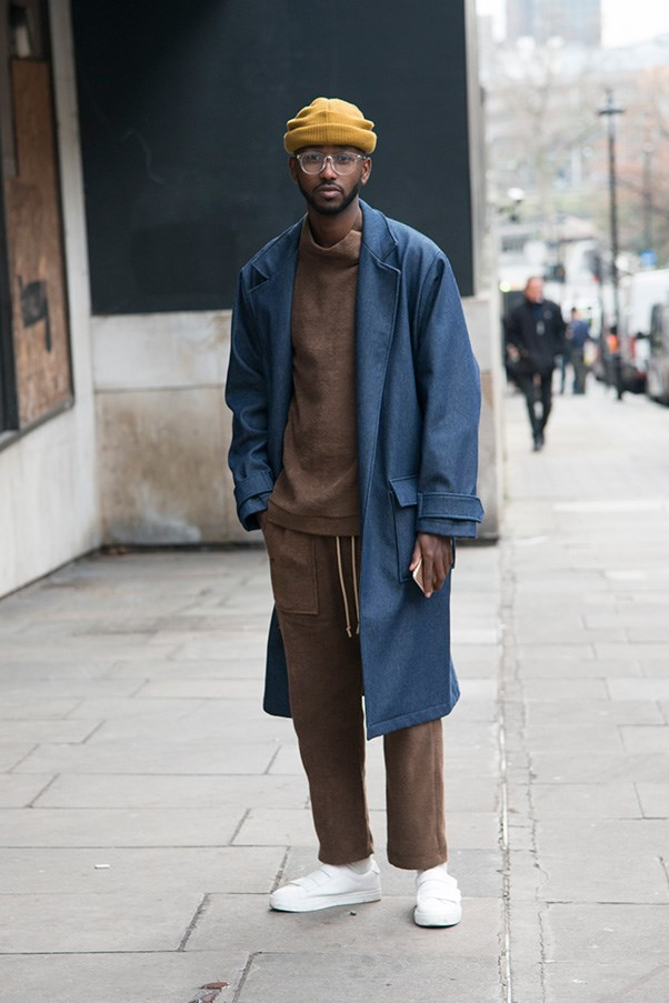 <strong>4. Never underestimate the value of accessories</strong><br><br> Granted, this outfit would still look pretty incred without the mustard beanie, clear-rimmed glasses and fresh-out-of-the-box white sneakers—but they do add an infinite level of 'cool' to the whole look.