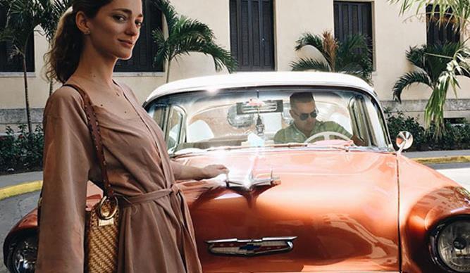 vintage car celebrity blogger model