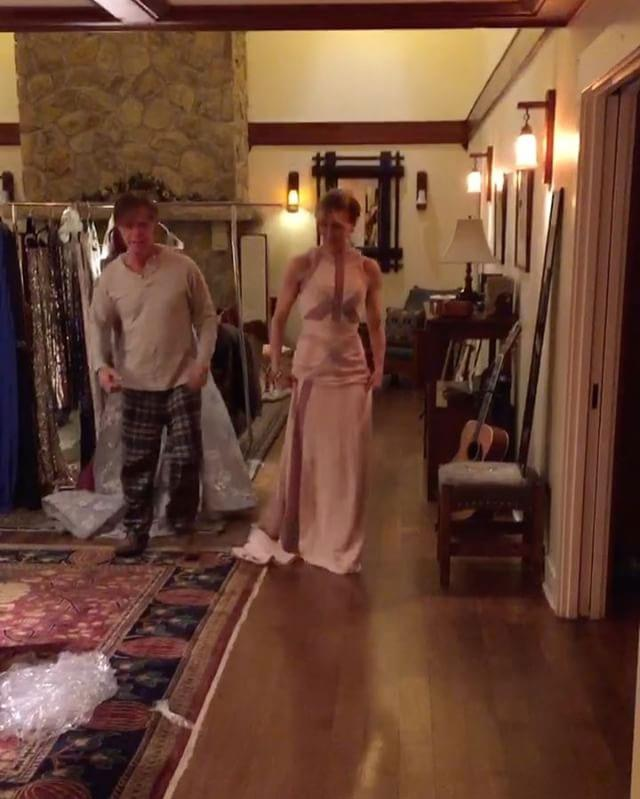 """<p>Felicity Huffman just wanted to pick a dress, but her husband William H. Macy (or Bill, as she calls him) got in the way. <p>Image: <a href=""""https://www.instagram.com/p/BP3NeQTAGV-/"""">@felicityhuffman</a>"""