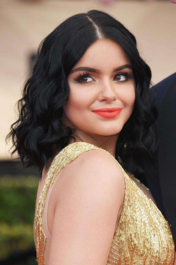 <strong>Ariel Winter</strong> <br> <br> Ariel's gone for a matte morange lip and lashings of individual lashes, set with a little gold shimmer along the inner corners of the eyes.