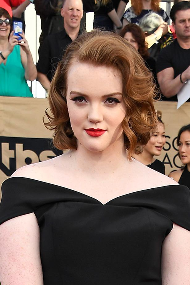 <strong>Shannon Purser</strong> <br> <br> A lot of people are psyched to see Stranger Things star Barb out and about on the red carpet. Her lip colour is a really traditional blue-toned red, bringing some spice to a monotone colour scheme.