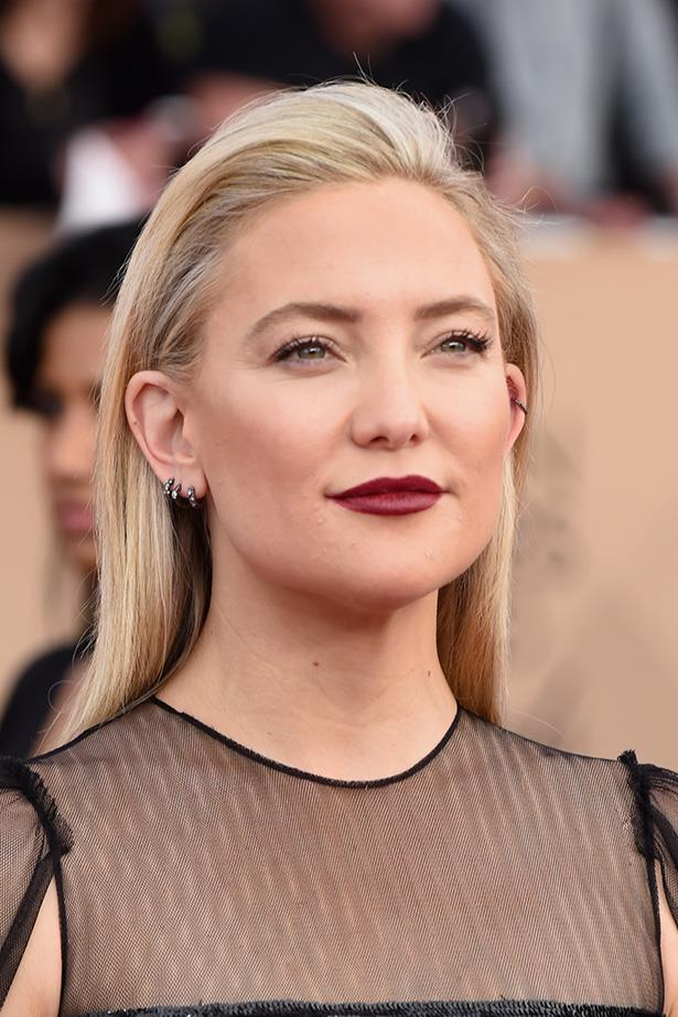 <strong>Kate Hudson</strong> <br> <br> With a slightly stronger brow than usual, Kate brings the bold via a deep berry lip, double coated lashes and slicked back hair. Very glam.