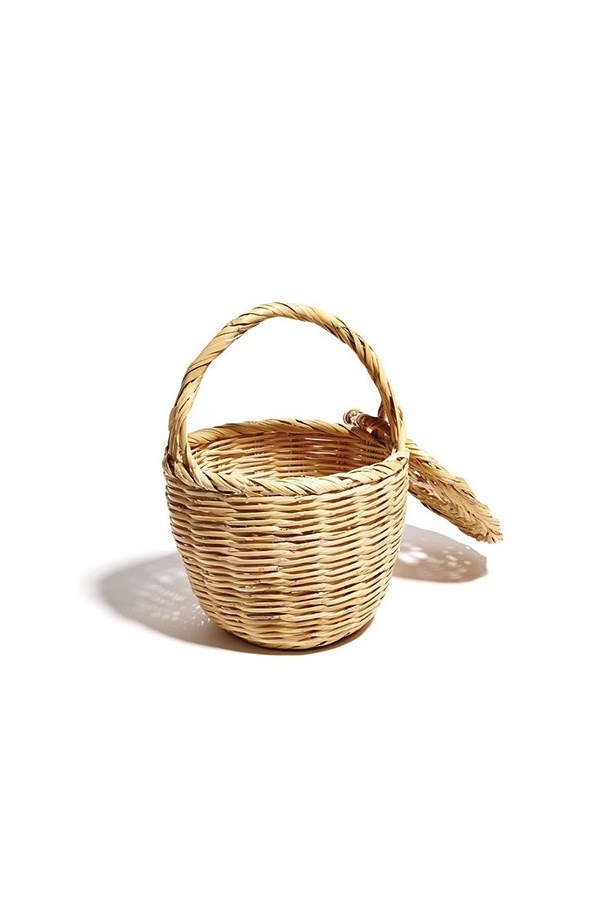 "Straw tote, approx. $260 at <a href=""https://www.littledoeislove.com/collections/accessories/products/praia-basket?variant=23665172227"">Little Doe Is Love</a>"