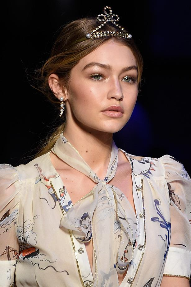 Earlier in the year at the Tommy Hilfiger fall show, she made gold glitter eye pigment and bronze-gilded cheek bones the combination we wore to every formal event for the rest of 2016.