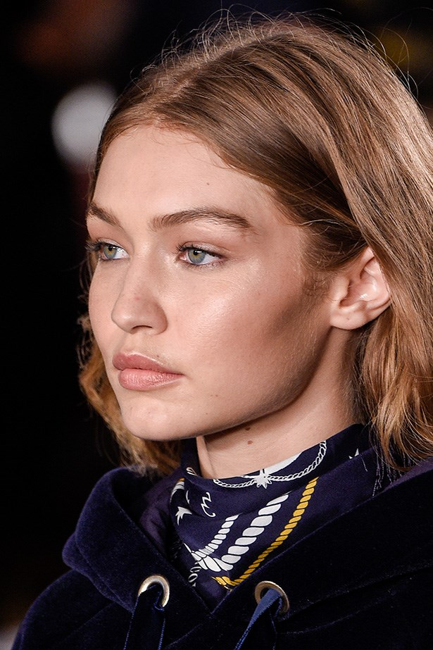 And highlighter was applied to Gigi's cupid's bow, upper cheekbones and the inner corners of her eyes to bounce the light on the runway.