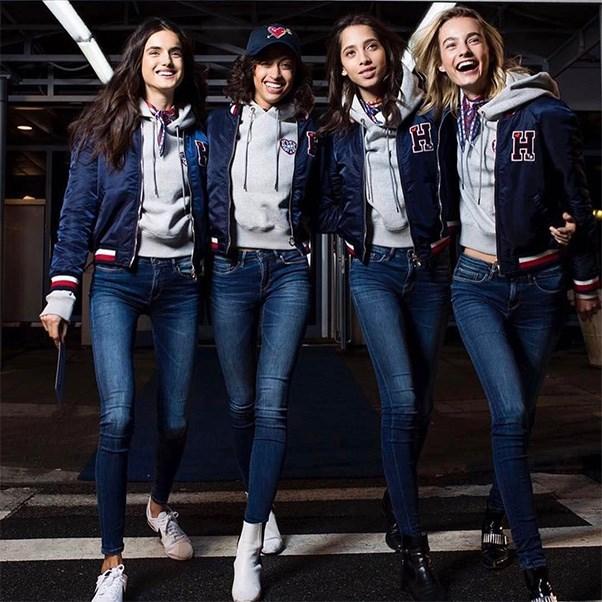 "<strong>The private jet</strong><br><br> Models Bianca Padilla, Alanna Arrington, Yasmin Wijnaldum and Marrtje Verhoef<br><br> Instagram: <a href=""https://www.instagram.com/p/BQPpBxJhQsS/"">@alannaarrington</a>"