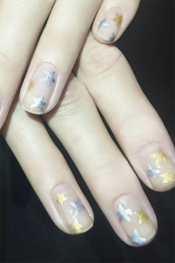 As far as nail art goes, this is probably the prettiest, simple-but-still-fun style we've seen in a while, which is just quintessential Gigi, isn't it? <br> <br> <em>@NailsByMarySoul</em>