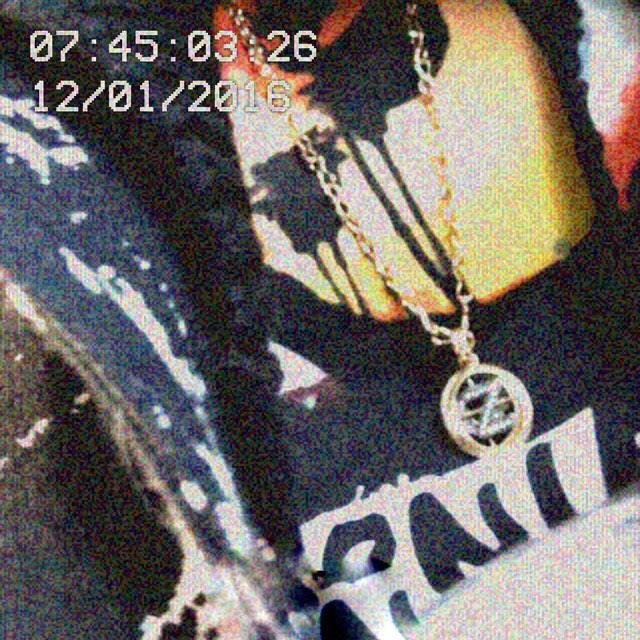 Zayn repaid her by wearing his 'Z' and 'G' pendant chain.