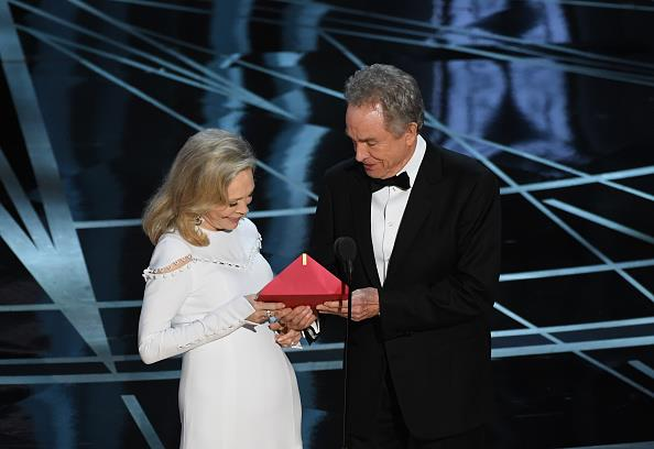 Faye Dunaway and Warren Beatty before the storm that was the Best Picture announcement.