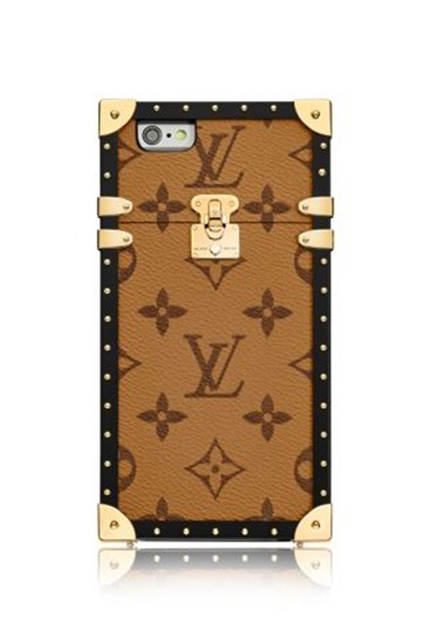 """<strong>Louis Vuitton</strong> <p><p> Coming in at a cray cray APPROX. <a href=""""http://au.louisvuitton.com/eng-au/products/eye-trunk-for-iphone-7-monogram-015695"""">$1,420 AUD</a> is the most luxurious case of the season from Louis Vuitton. Despite the steep price tag, the 'Eye-Trunk' case was seen a lot around Fashion Week as the fash pack carried them around like handbags, rightly so for that price. With its iconic monogrammed canvas and what looks like pretty protective gold detail we can see why it's the fashion accessory of the season. And if you have purchased it we will keep our fingers crossed that there is not a new iPhone out anytime soon."""