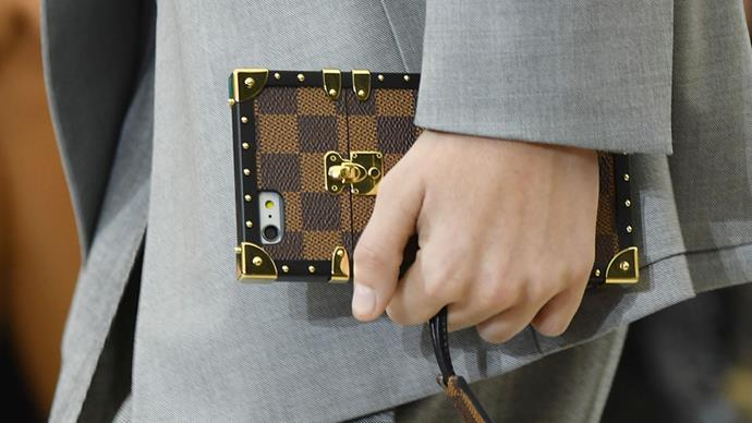 Believe it or not Phone cases are the new bags. Designers let their imagination run the catwalk at Fashion Week this year and the object became an essential accessory.