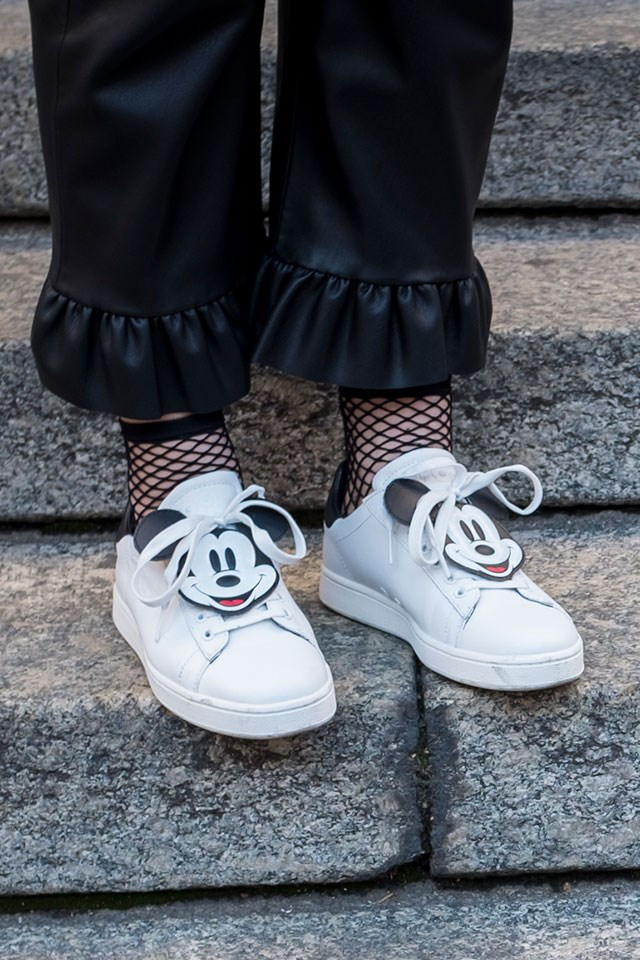 <strong>5. Accessorise </strong> <br><br> One of the easiest ways to inject some fun into your kicks? Lace-ssories (lace accessories). Opt for bold cartoon characters or pop art logos to elevate your look and swap them around when you want to mix things up.