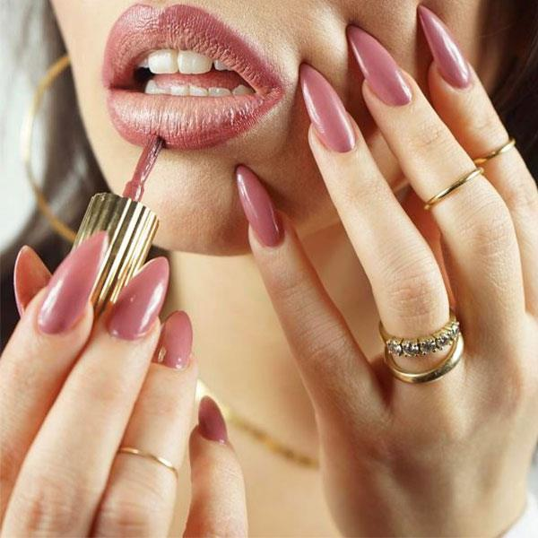"<strong>Nail Polish As Lip Liner</strong> <br><br> While applying nail polish as a lip liner may make for a visually appeasing photograph, this is a definite health hazard. <br><br> Image: <a href=""https://www.instagram.com/p/BSB3u-pAuAV/"">flossgloss</a>"
