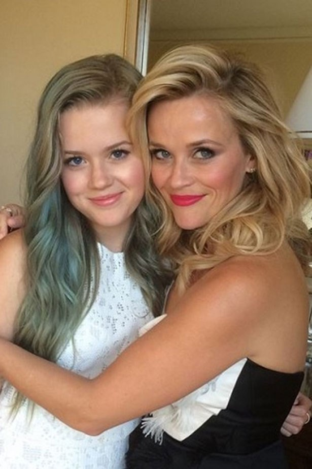 <strong> Reese Witherspoon</strong> <br></br> Gave birth to: Ava <br></br> Age: 23