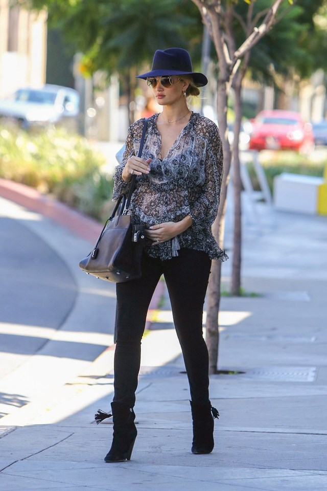 Proving her street style prowess, Huntington-Whiteley stepped out overnight in Los Angeles sporting a paisley top by Zimmermann, which she paired with skinny jeans and a sleek Saint Laurent bag. Tres chic!