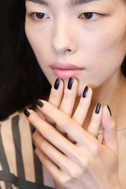 """<p><strong>Vera Wang</strong> <br><br> <p>Nail Artist <a href=""""http://jinsoon.com/"""">Jin Soon Choi </a>created two striped nails for Vera Wang. For this dark look,<a href=""""https://www.thebeautyclub.com.au/make-up/jinsoon/nail/nail-lacquer-audacity/19934964822""""> JINsoon Audacity</a> was applied in a centred strip, then finished with a matte top coat."""