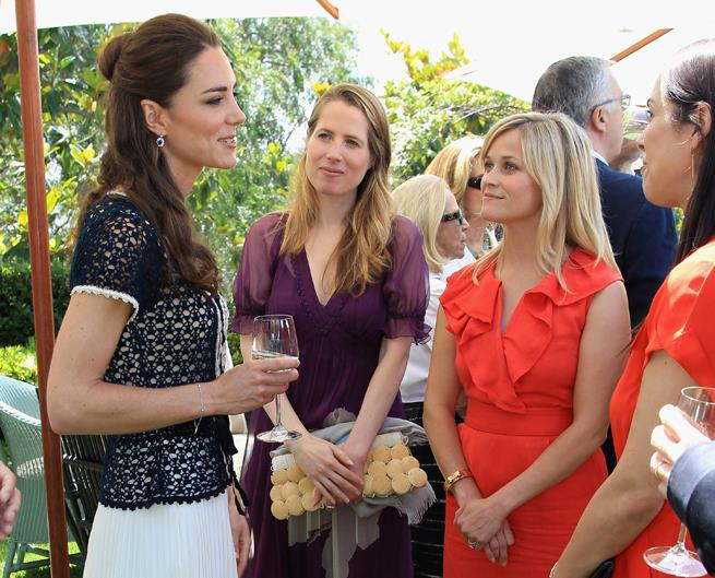<p>Reese Witherspoon meeting Kate Middleton in 2011.