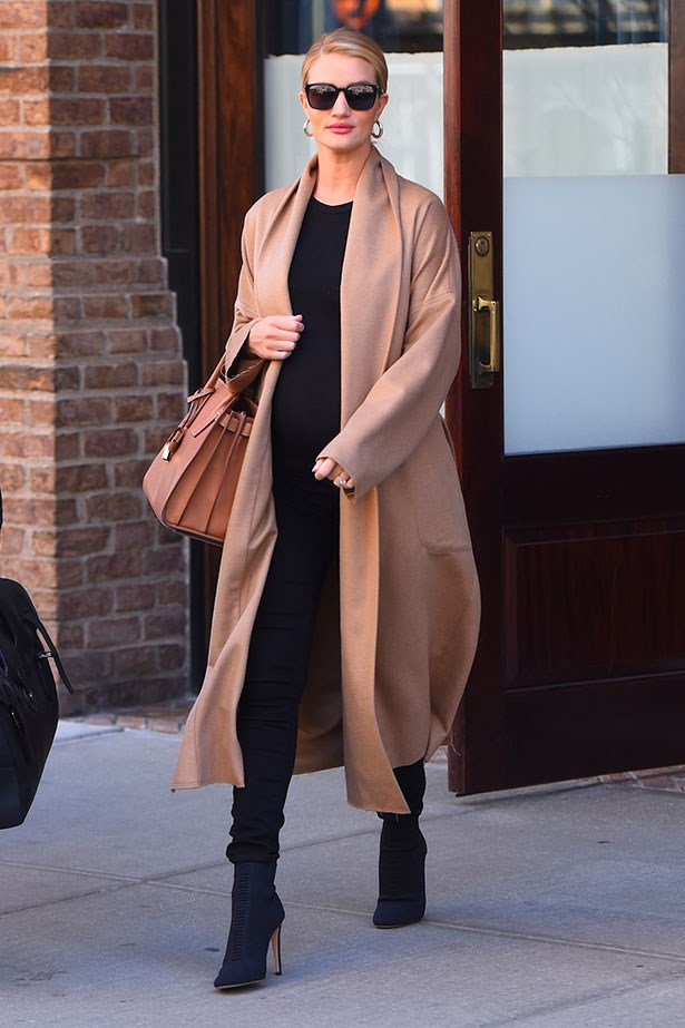 The supermodel effortlessly demonstrates how to master off-duty maternity style while running errands in NYC.