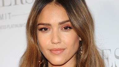 Seven Beauty Tricks We've Learnt From Jessica Alba