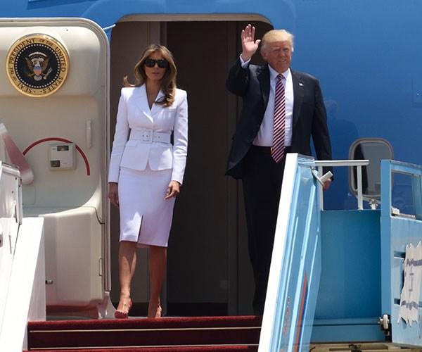 Melania Trump Slaps Donald Trump Hand Away