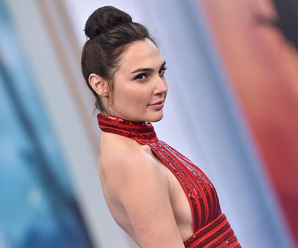 Gal Gadot flat shoes on red carpet wonder woman premiere