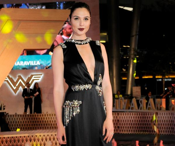 Celebrities Wear Flats On The Red Carpet