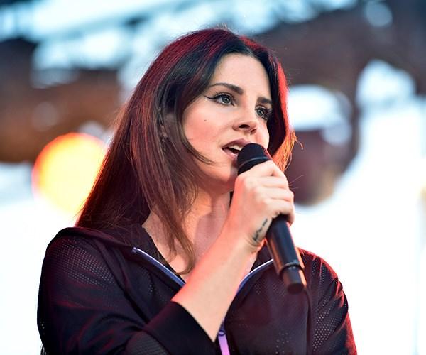 Lana Del Rey concert performance