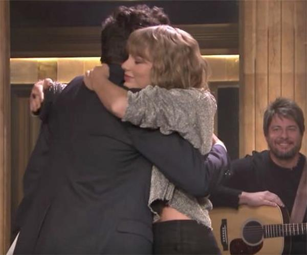 Taylor Swift performing on Jimmy Fallon
