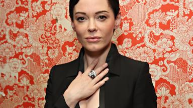 """Rose McGowan Slams Meryl Streep For Planning To Wear Black To The Golden Globes In """"Silent Protest"""""""