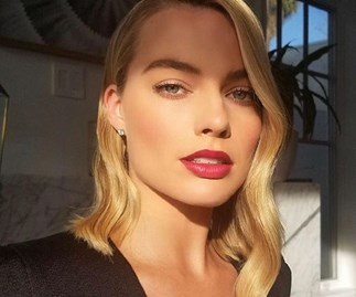 margot robbie golden globes 2018 red carpet hair makeup